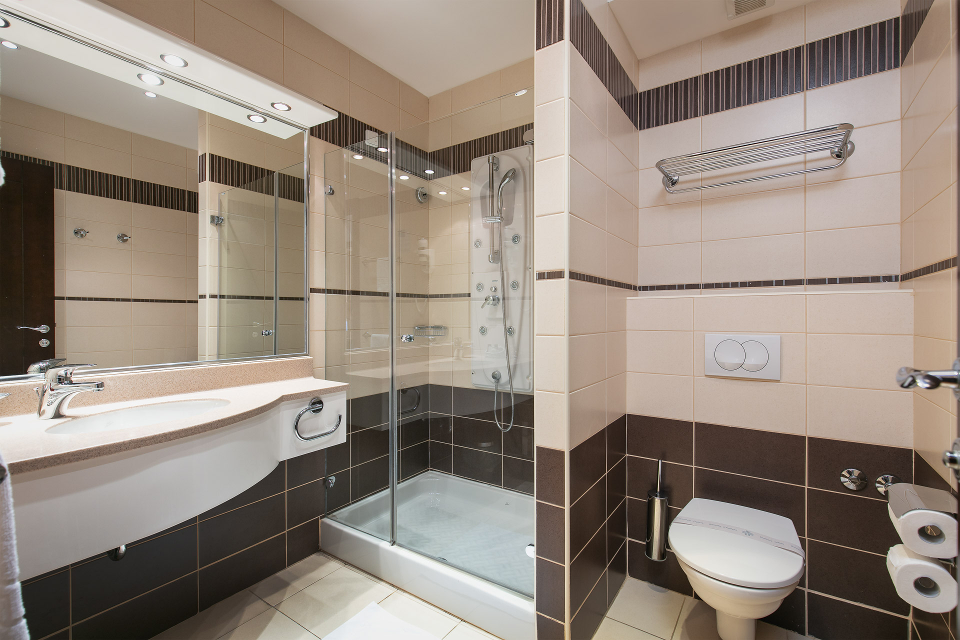 Double room bathroom|Hotel Croatia