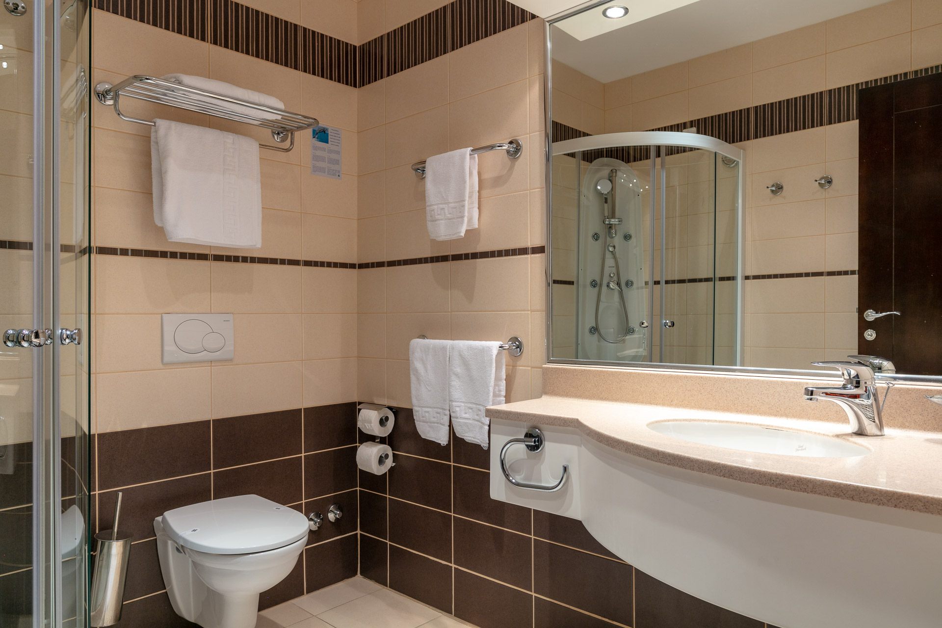 Comfort room bathroom|Hotel Croatia